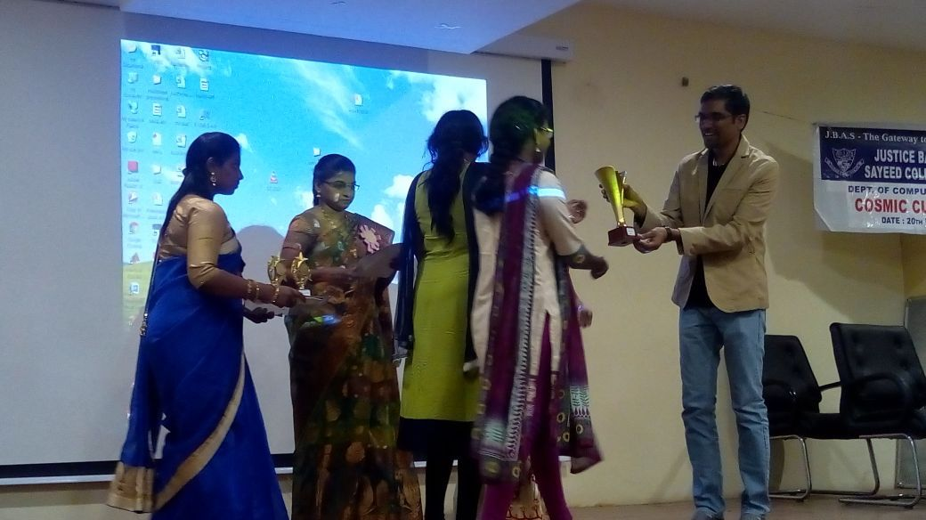 Ananth Sivagnanam, CEO, Diverse Brains, distributing prizes