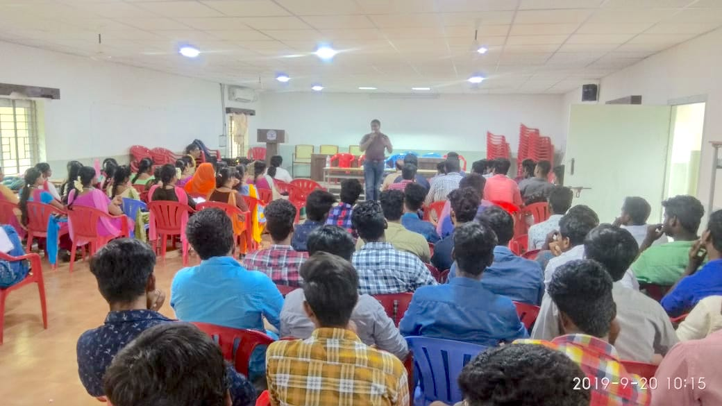 Sambasivam Sathyamoorthy sharing Industry hiring expectations in PR Engineering College Thanjavur BTech students Industry Connect